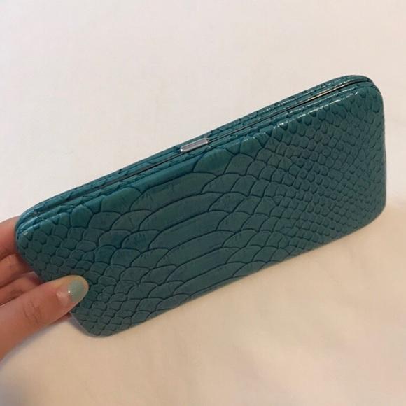 Accessories - VINTAGE Turquoise Snake Skin Wallet